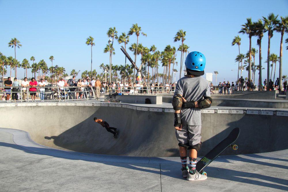 Venice Kid w Skateboard